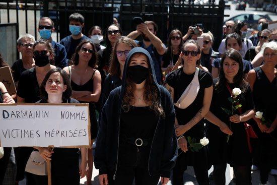 لافتة عن ضحايا العنف الجنسى