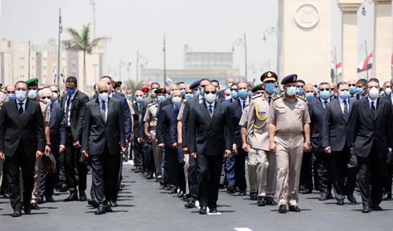 الرئيس السيسي فى يتقدم جنازة الفريق العصار (9)