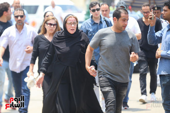 دموع مها ابو عوف على شقيقها عزت ابو عوف