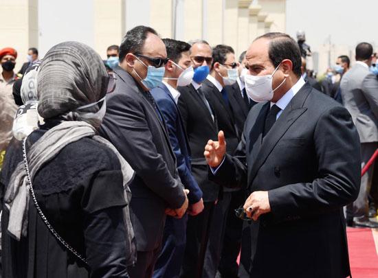 الرئيس السيسي فى يتقدم جنازة الفريق العصار (6)