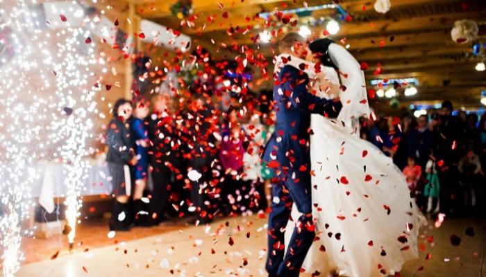 135-130908-corona-virus-dancing-weddings-belgium_700x400
