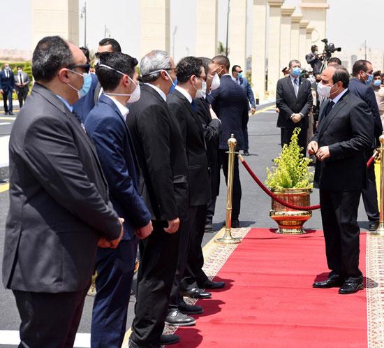 الرئيس السيسي فى يتقدم جنازة الفريق العصار (1)