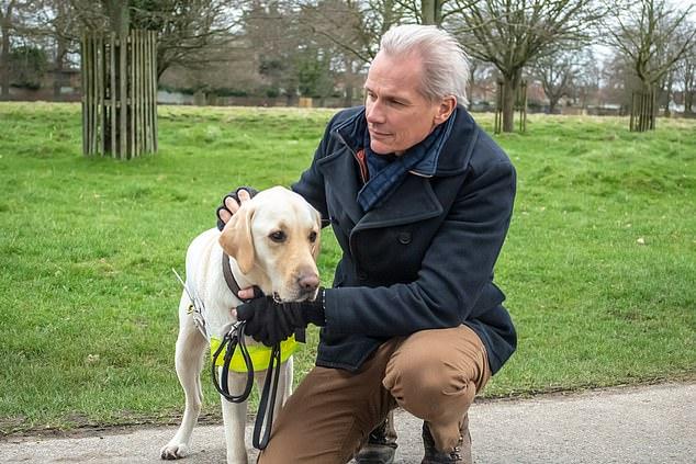 الكلب مع صاحبه