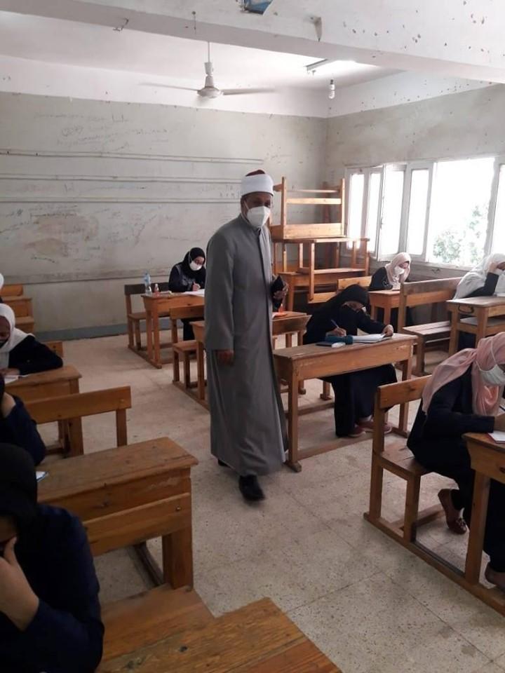 رئيس منطقة الأقصر الأزهرية يتابع الحالة الصحية للطلاب والإجراءات  (1)