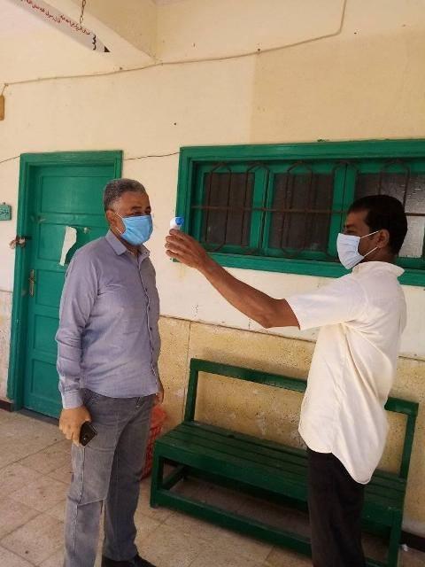 رئيس منطقة الأقصر الأزهرية يتابع الحالة الصحية للطلاب والإجراءات  (4)