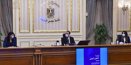 رئيس الوزراء يتابع مع وزيرة التعاون الدولى ملفات عمل الوزرا ة تصوير سليمان العطيفى (3)