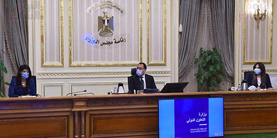 رئيس الوزراء يتابع مع وزيرة التعاون الدولى ملفات عمل الوزرا ة تصوير سليمان العطيفى (2)