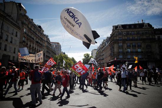 مظاهرات للموظفيين فى شركة نوكيا للهواتف