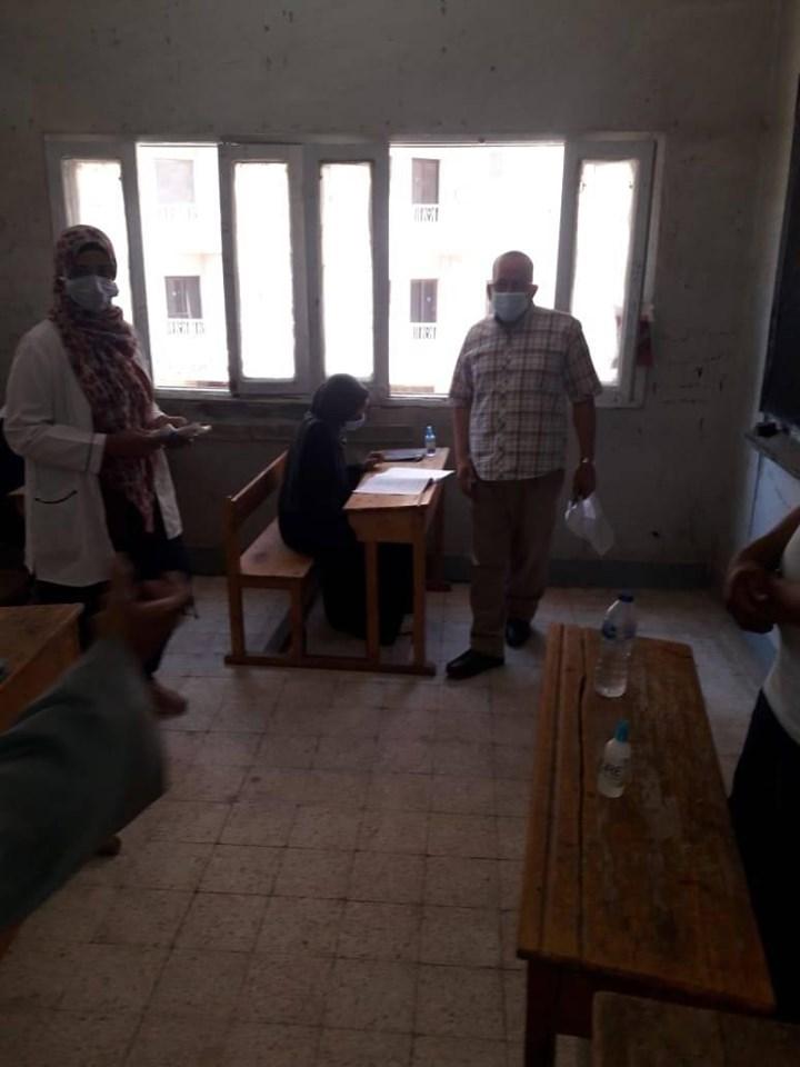 رئيس منطقة الأقصر الأزهرية يتابع الحالة الصحية للطلاب والإجراءات  (3)