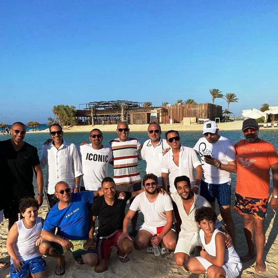 اجتماع فنى على شاطئ البحر (2)