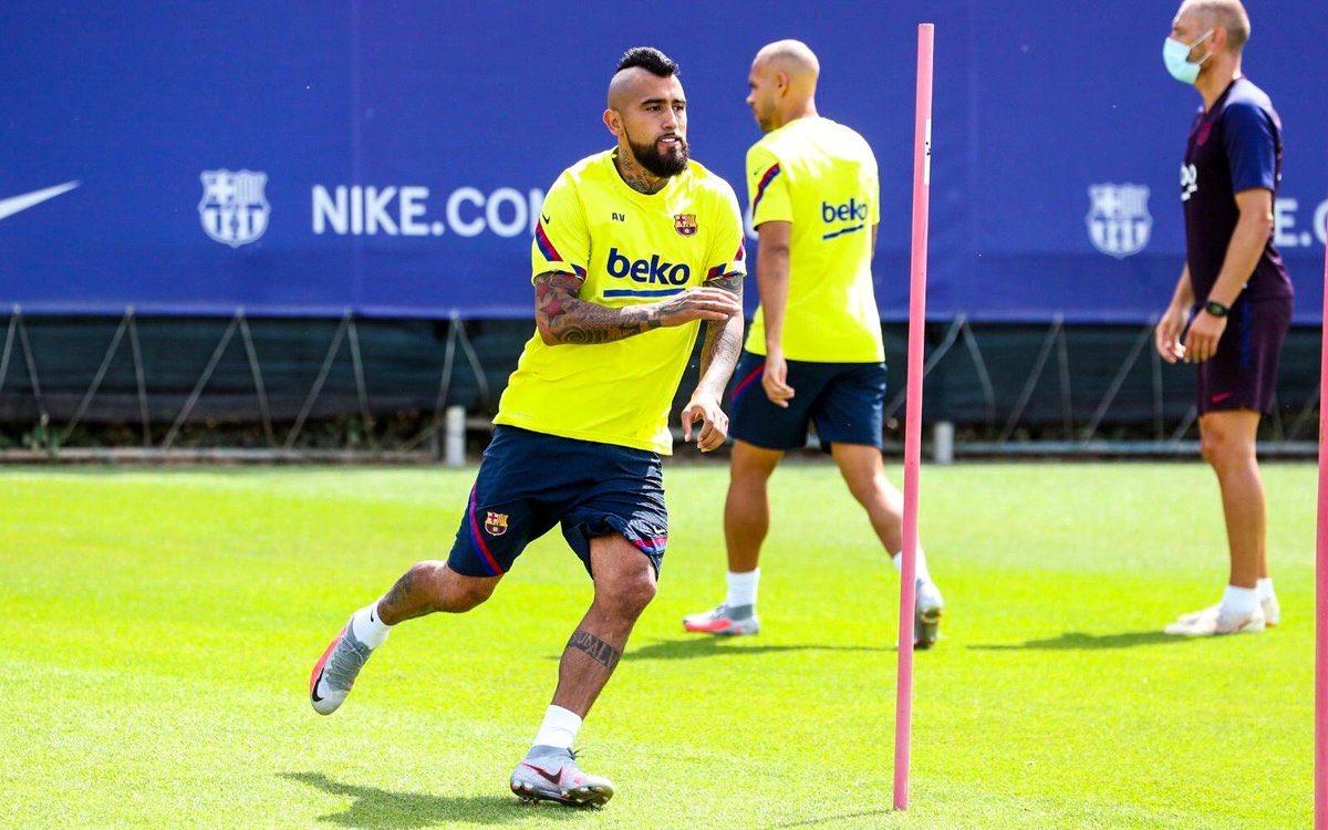 فيدال فى تدريبات برشلونة