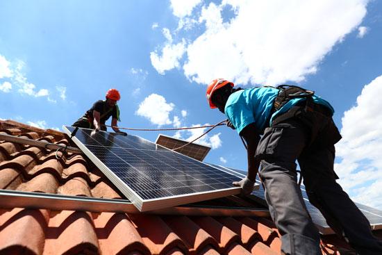 وضع محطات الطاقة الشمسية على أسطح المنازل