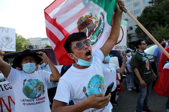 عدد من المكسيكيين يحتشدون لاستقبال رئيسهم فى واشنطن