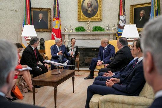 لقاء بين الزعيمين فى حضور الوفودين