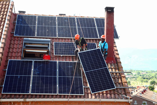 تركيب محطات الطاقة الشمسية