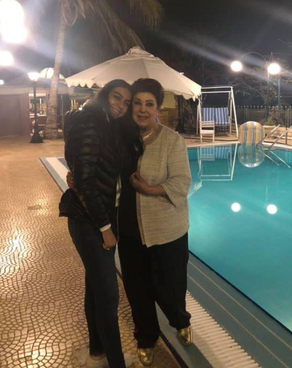 رجاء الجداوي مع حفيدتها روضة هندي (3)
