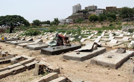 دفن ضحايا كورونا فى اليمن