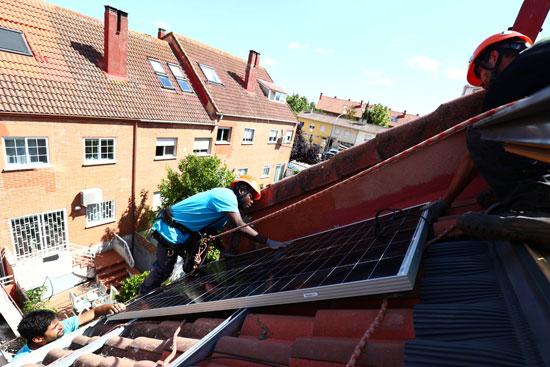 تركيب وتثبيت محطات الطاقة الشمسية