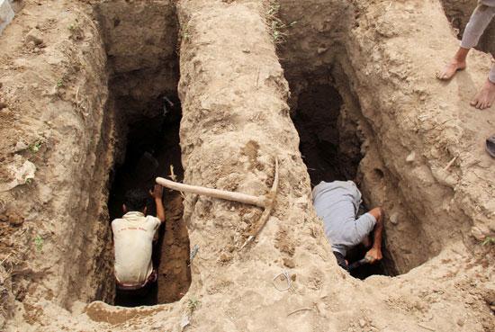 حفر المقبرة