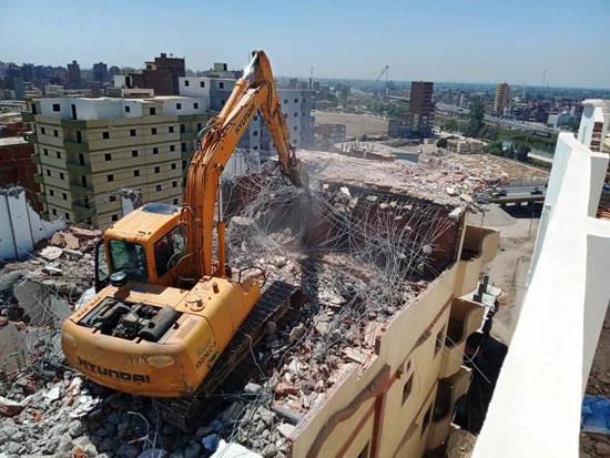 مخالفات البناء تطيح بأبراج الأحلام فى المحافظات (15)