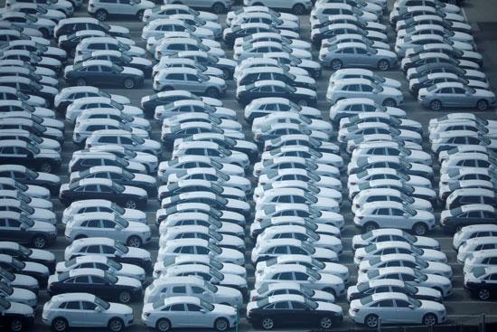 مئات السيارات المستوردة بأحد موانئ كوريا الجنوبية