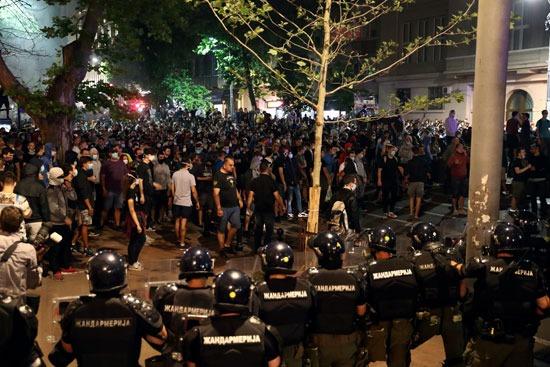 حشود كبيرة من المتظاهرين