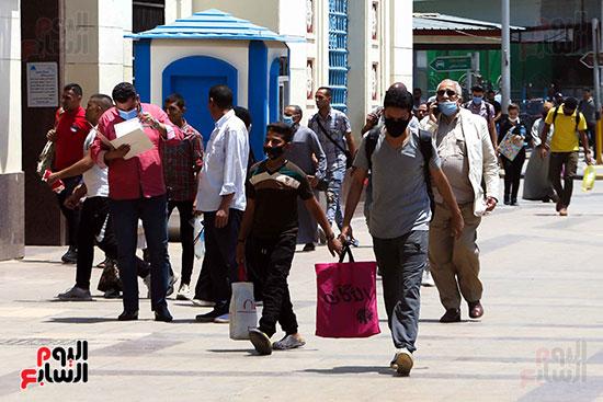 المواطنين في محطة القطار