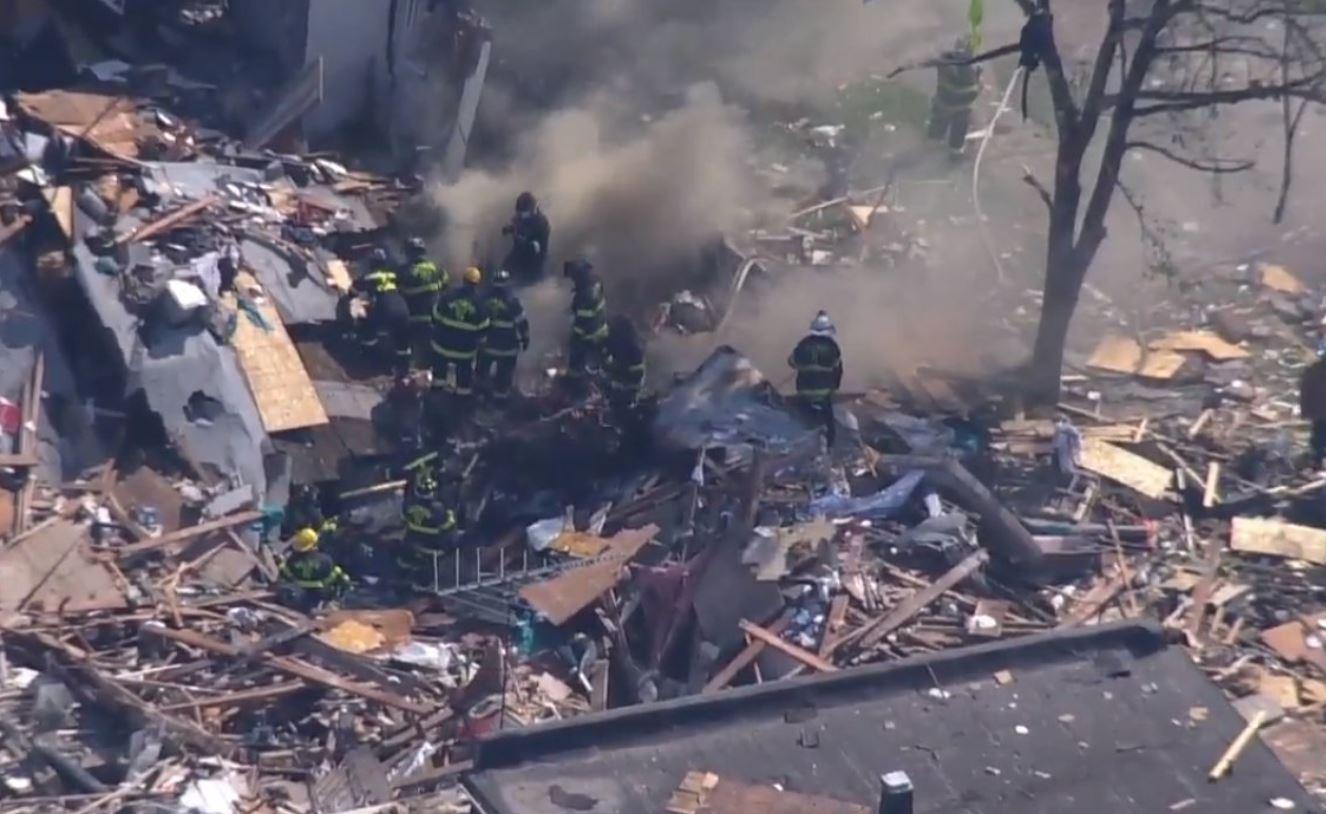 اللحظات الأولى بعد انفجار دمر 4 منازل في ولاية بالتيمور الأمريكية (1)