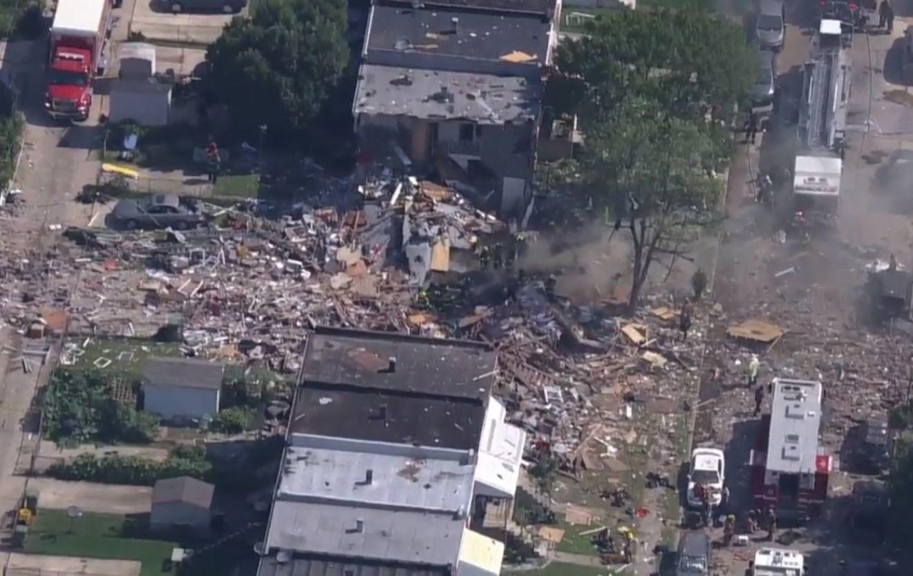 اللحظات الأولى بعد انفجار دمر 4 منازل في ولاية بالتيمور الأمريكية (5)