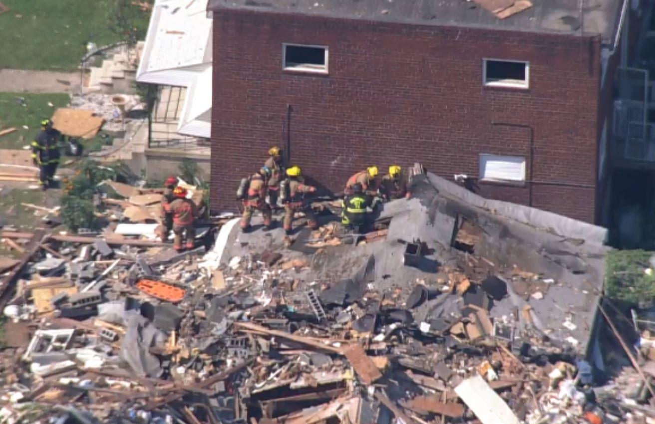 اللحظات الأولى بعد انفجار دمر 4 منازل في ولاية بالتيمور الأمريكية (8)