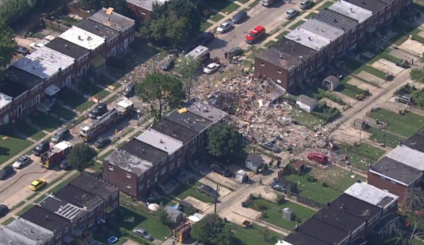 اللحظات الأولى بعد انفجار دمر 4 منازل في ولاية بالتيمور الأمريكية (4)