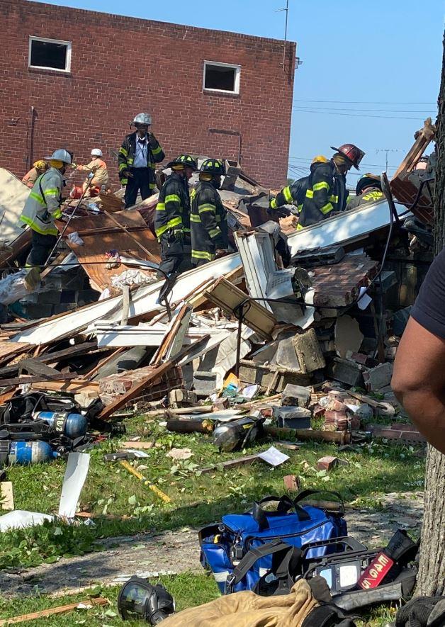 اللحظات الأولى بعد انفجار دمر 4 منازل في ولاية بالتيمور الأمريكية (6)