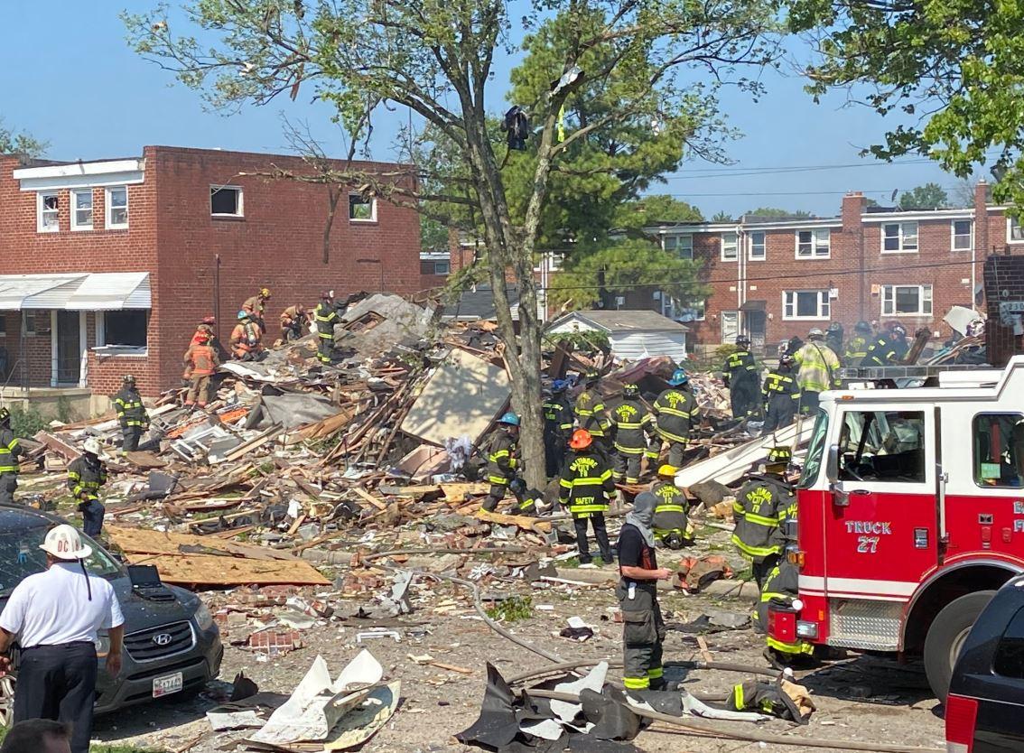 اللحظات الأولى بعد انفجار دمر 4 منازل في ولاية بالتيمور الأمريكية (7)