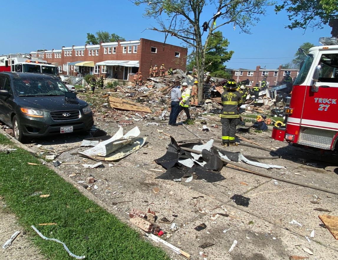 اللحظات الأولى بعد انفجار دمر 4 منازل في ولاية بالتيمور الأمريكية (2)