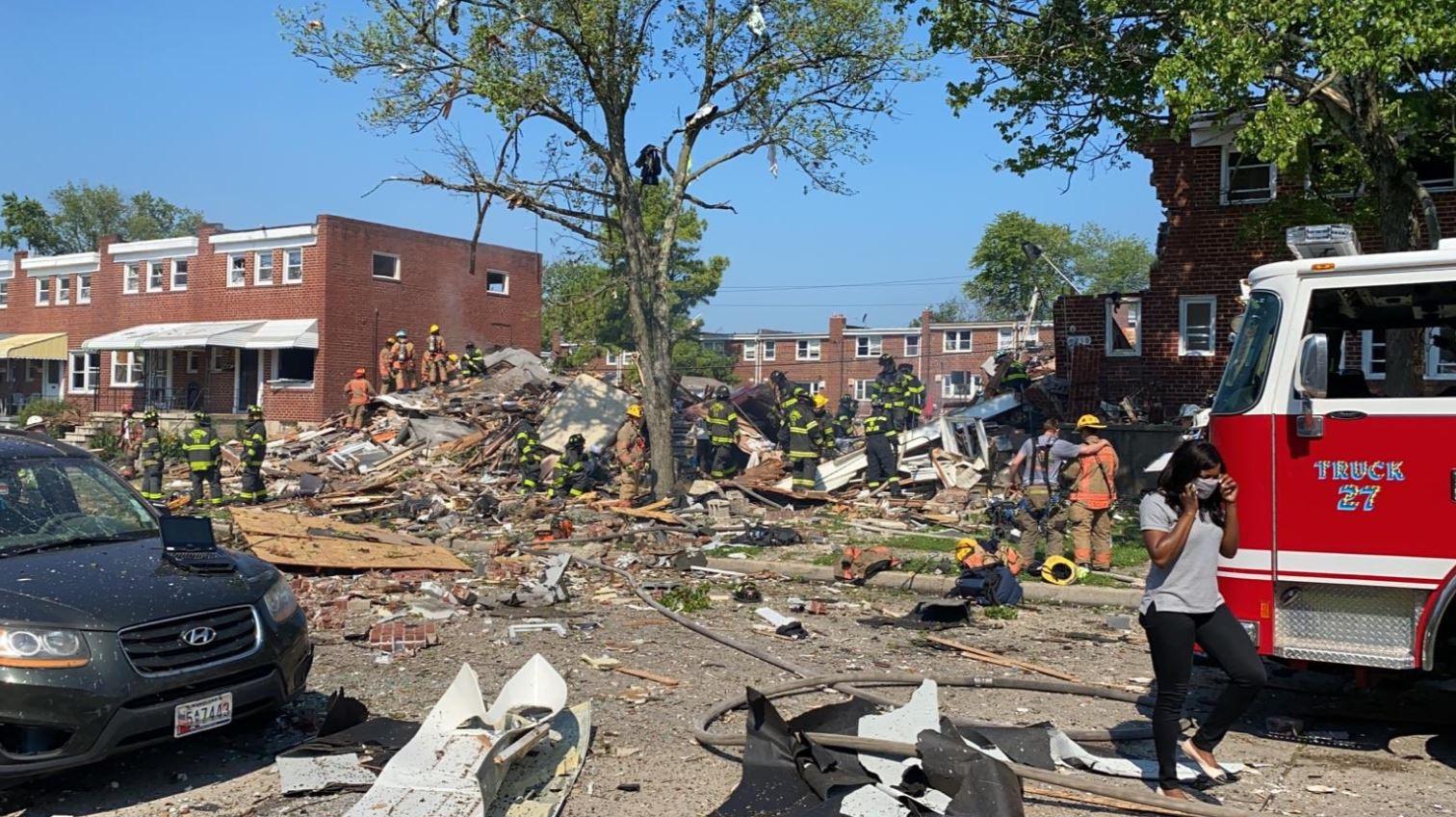اللحظات الأولى بعد انفجار دمر 4 منازل في ولاية بالتيمور الأمريكية (3)