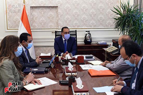 رئيس الوزراء يتابع خطوات إعادة هيكلة الوزارات  (4)
