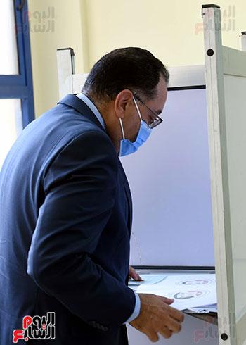 رئيس الوزراء يُدلى بصوته فى انتخابات مجلس الشيوخ (11)