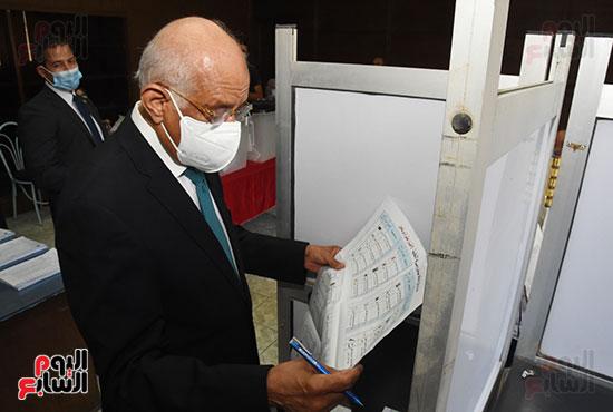 الدكتور علي عبد العال  (5)