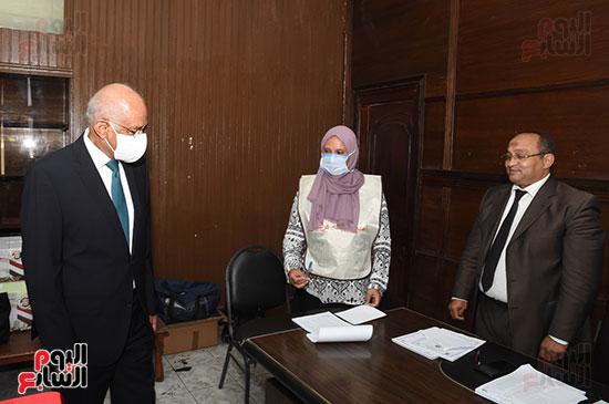 الدكتور علي عبد العال  (1)