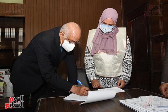 الدكتور علي عبد العال  (2)