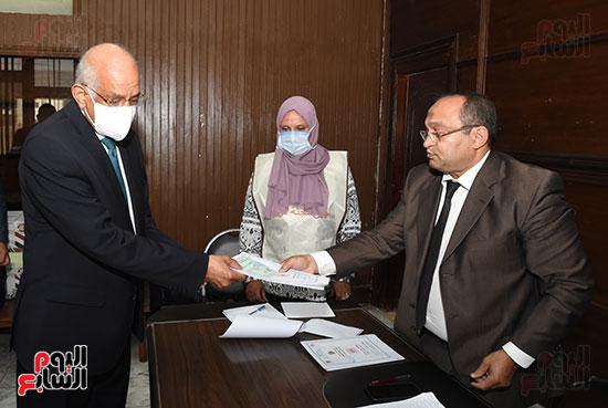 الدكتور علي عبد العال  (3)
