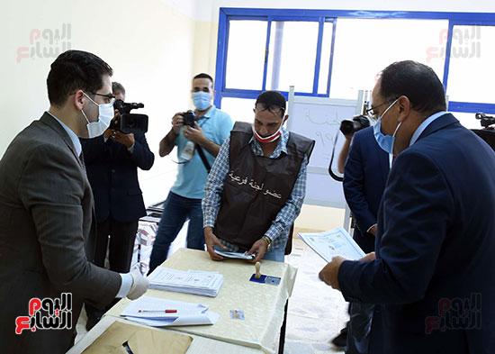 رئيس الوزراء يُدلى بصوته فى انتخابات مجلس الشيوخ (10)