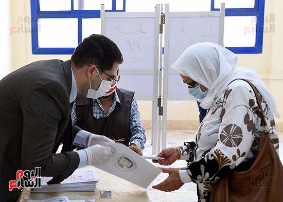 رئيس الوزراء يُدلى بصوته فى انتخابات مجلس الشيوخ (4)
