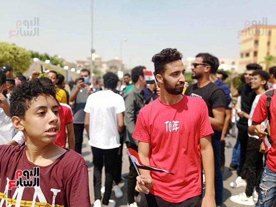 احتفالات-المواطنين-امام-اللجان-(7)