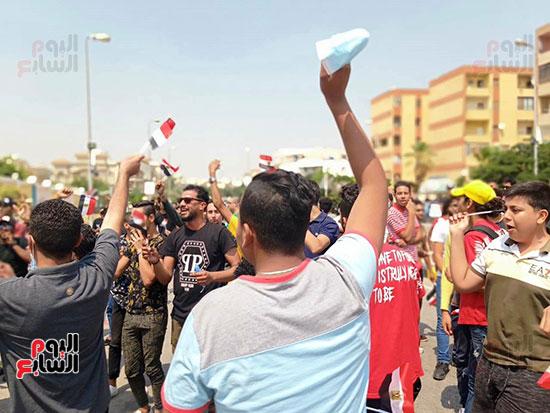 احتفالات-المواطنين-امام-اللجان-(4)