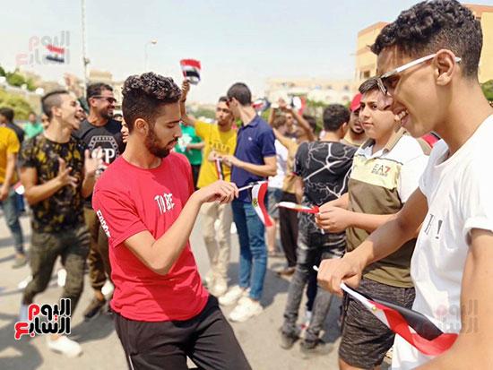احتفالات-المواطنين-امام-اللجان-(3)