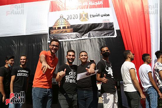 فرحه الشباب بإدلاء أصواتهم الإنتخابية