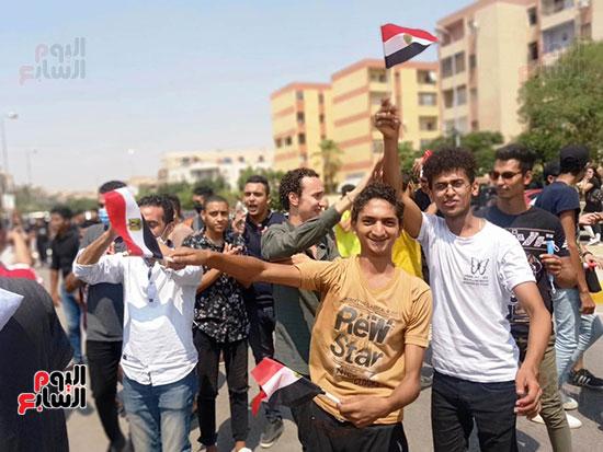 احتفالات-المواطنين-امام-اللجان-(1)