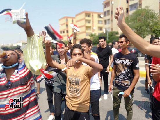 احتفالات-المواطنين-امام-اللجان-(10)