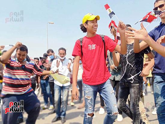 احتفالات-المواطنين-امام-اللجان-(11)